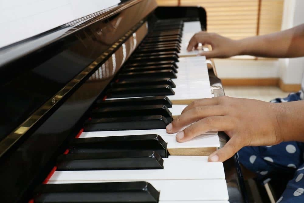 playing piano with 2 hands